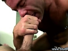 Older homosexual masseur gives handjob to str8 client